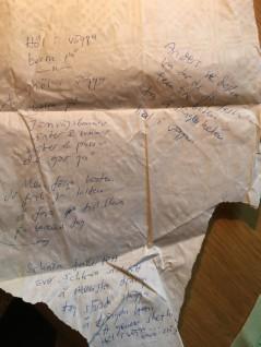 Från någon fest på Norrlands: handlar om någon ny snapsvisa jag försökt lära mig genom att skriva ned på bordsduken.