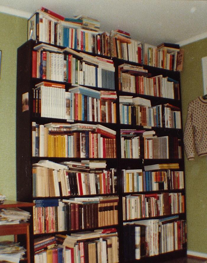 Mitt studentrum. Har fortfarande kvar de mesta av de där böckerna.